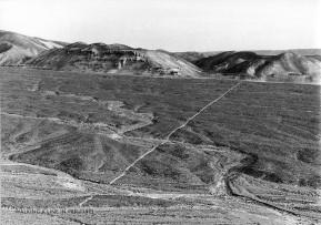 Richard Long - Heel line in dust